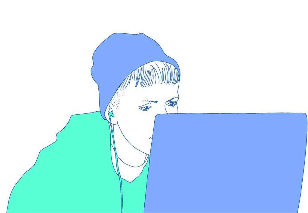 Person schaut konzentriert auf einen Laptop