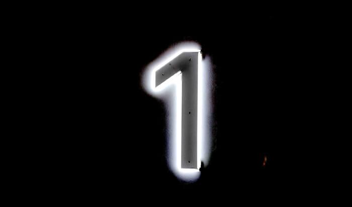 Die Zahl eins in Neon Licht